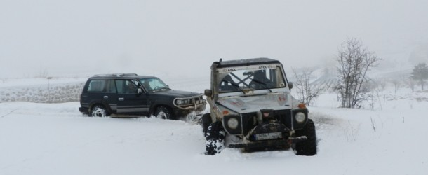 Video: G-Class and Land Cruiser snow play