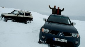 Mitsubishi L200 and Lada Niva on snow