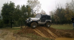 Video :Jeep CJ7 in mud