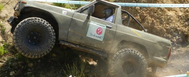Video: Nissan Patrol-rocks crawling and mud bashing