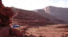 FJ CRUISER: CRUISING THE LEGENDARY MOAB TRAILS.