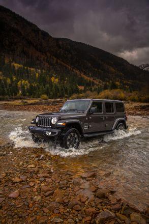 2018-jeep-wrangler-sahara-034
